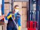 Wózek niezbędny w firmie sprzątającej do ręcznego czyszczenia powierzchni